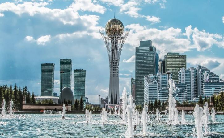 Fontana viale Nurzhol-Astana-Capitale Kazakistan