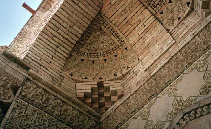 Mura del Mausoleo di Aisha Bibi-Kazakistan
