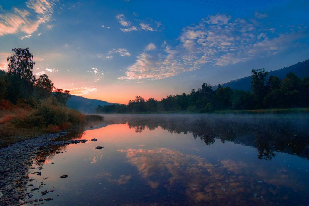 Sorgenti calde Malkinskie nella valle del fiume Bystraja: area termale